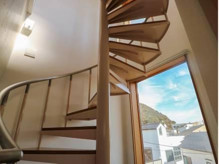 らせん階段が開放感を演出してくれます