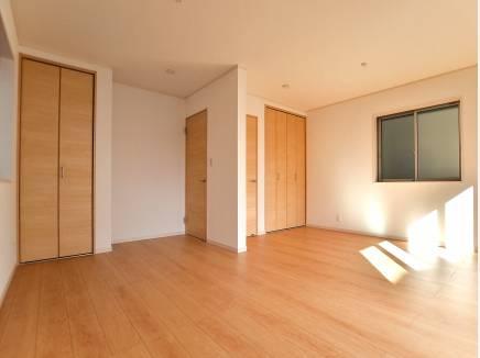 1階の洋室は将来的に2部屋に 収納スペースもたっぷり