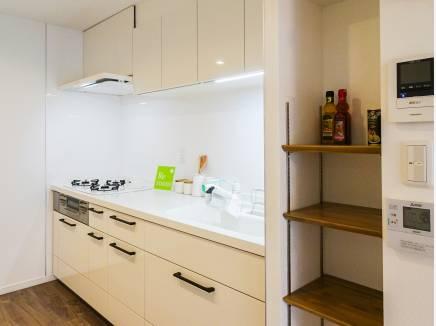 収納もたっぷりな使い勝手の良いキッチン