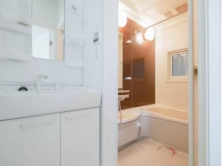 清潔感溢れる洗面室・バスルーム