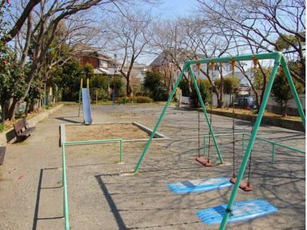 富士塚公園まで徒歩3分(約180m)