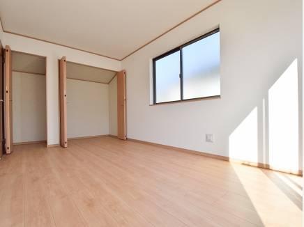 7.5帖の洋室は大型のお荷物も収納可能