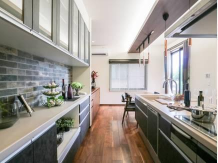 広いキッチンで皆で料理をするのはいかがでしょう