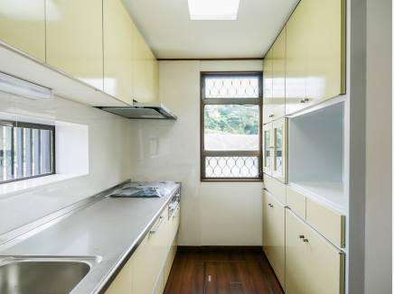 キッチンには豊富な収納を完備しました。