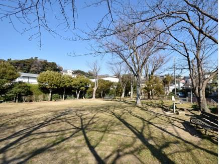 七里ガ浜東4丁目公園まで徒歩1分(約30m)