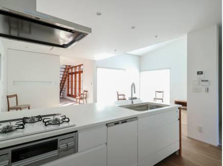 お部屋を見渡せる開放的なキッチン