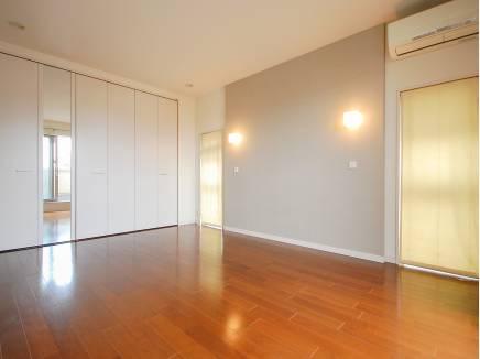 8.4帖の洋室は主寝室にピッタリです。