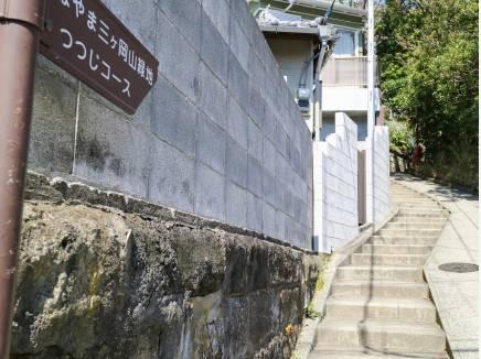現地へ向かう階段