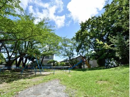 城山児童遊園まで徒歩2分(約150m)