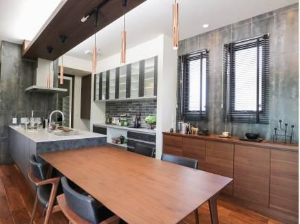 キッチン収納も豊富でたくさんに食器や日用品を収納出来そう