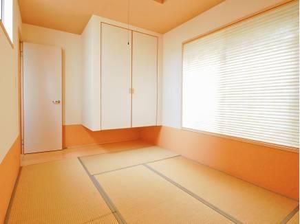 客間としても使える6帖の和室です。