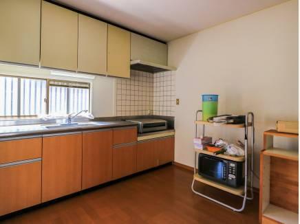 ゆとりのキッチンスペースで快適にお料理ができそうです。