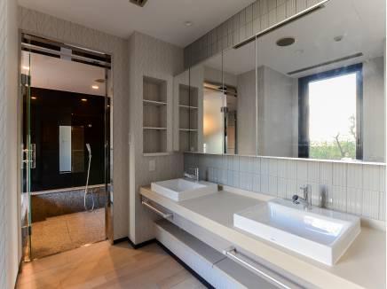 洗面台が2つありますので、朝の支度もゆっくり出来ます
