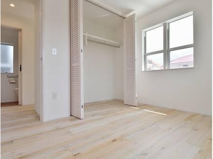 シンプルな雰囲気のお部屋はどんな家具も合わせやすそう