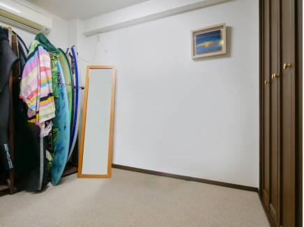 納戸は収納スペースを完備しているので居室としても使えそう
