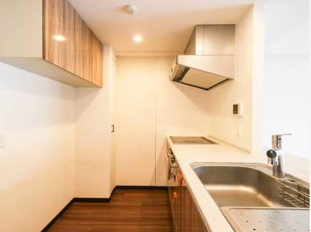 豊富な収納スペースを完備したカウンターキッチン