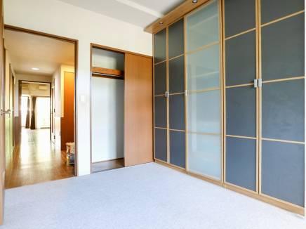 収納スペースをたっぷり完備した6.2帖の洋室です。