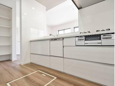 収納を豊富に完備したキッチンは使い勝手も良さそう