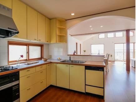 L字型のキッチンは料理が広々とできますね