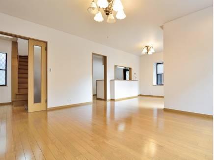 シンプルな内装はどんな家具でも合わせやすそう
