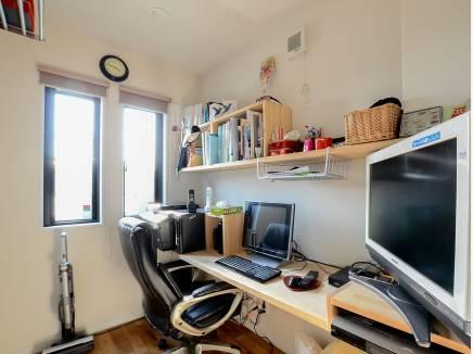 シンプルだけどカッコイイ!男のロマンを感じる書斎。