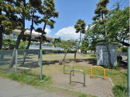 上岡公園まで徒歩10分(約750m)