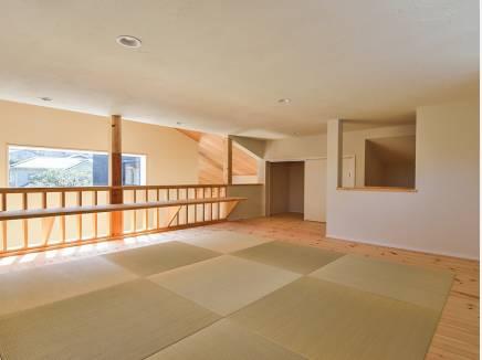 畳敷きのロフトは部屋のような使い方もできそう