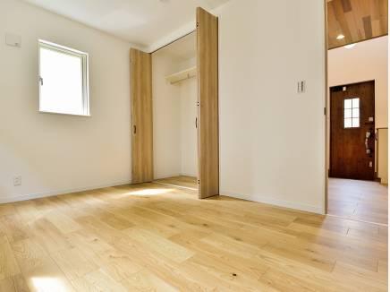 各居室に豊富な収納スペースを完備