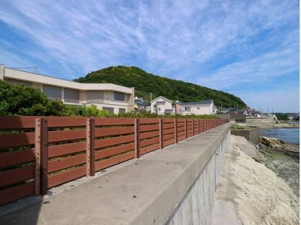 敷地のすぐ隣は海!広い空や山の緑も望めます