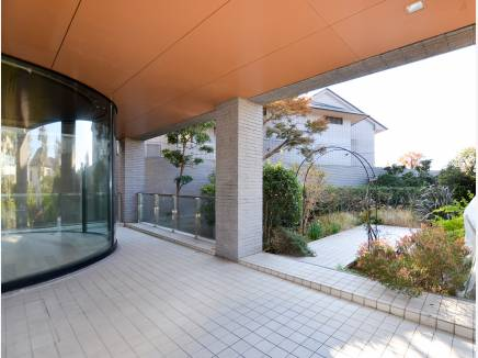 こちらが専用のテラスとお庭 とても広い空間です