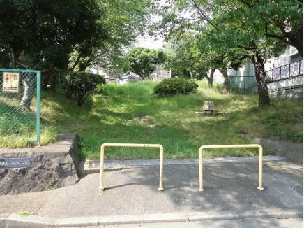 西鎌倉山ひばり公園まで徒歩5分(約350m)