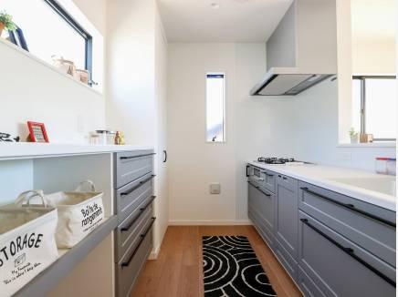 収納が豊富なキッチンは使い勝手も良さそう