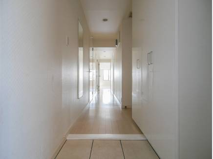 玄関から爽やかな住空間に・・・