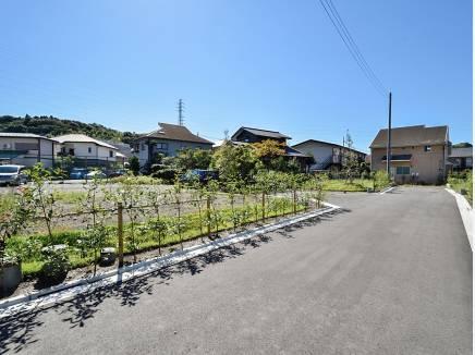 綺麗に舗装された道路 新しい街並みがこれから広がります