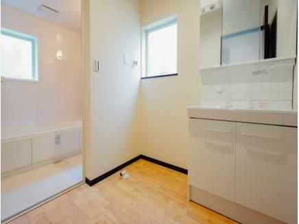 洗面室はキッチンと近く家事がはかどりそう