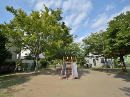 桜小路公園まで徒歩7分(約550m)