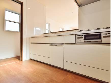 キッチンにはドアがあるので、急な来客時も安心ですね