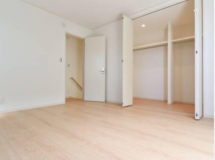 ウォークインクローゼットのある7.5帖の洋室は主寝室にピッタリ