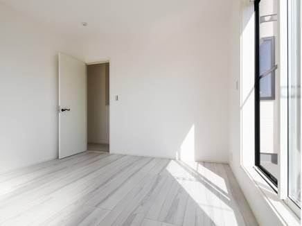 シンプルな居室はどんな家具でも合わせられます