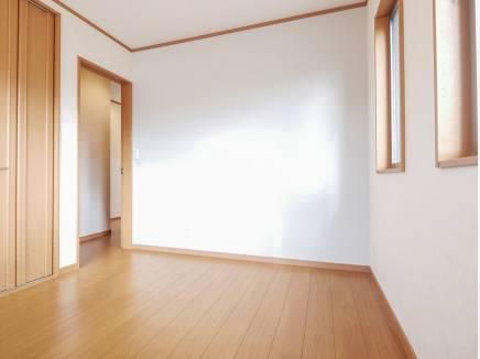 全室2面採光の明るく風通しの良い住空間です。