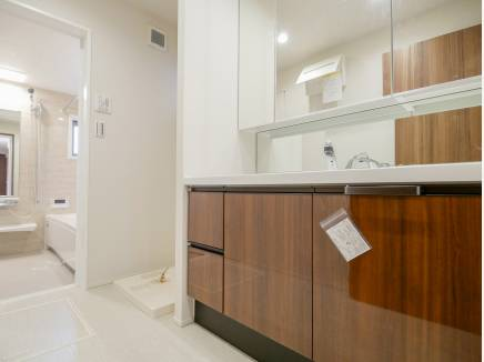 朝の支度もみんなでゆっくりできそうな洗面室