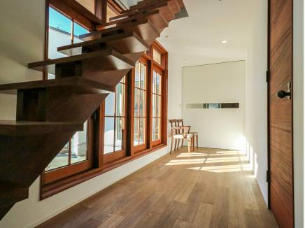 スケルトン階段がお洒落と開放感を演出してくれます