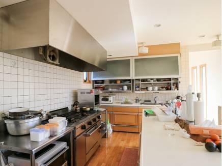 プロ仕様な雰囲気がひしひしと伝わってくるキッチン