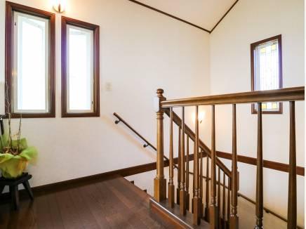 吹抜けの階段は光や風が心地良く舞い込んできます。