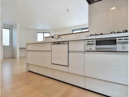 キッチンはシンプルで使い勝手の良いデザイン