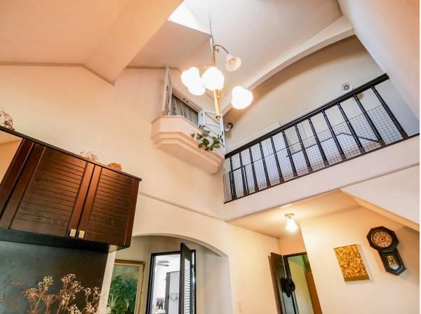 天井が高くとても開放的な造りとなっています。