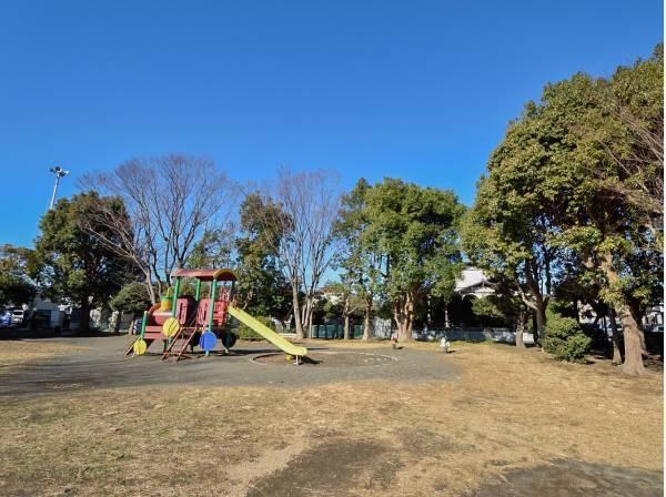 浜之郷公園まで徒歩3分(約180m)