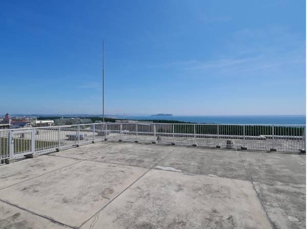 屋上バルコニーからは海を贅沢に望めます