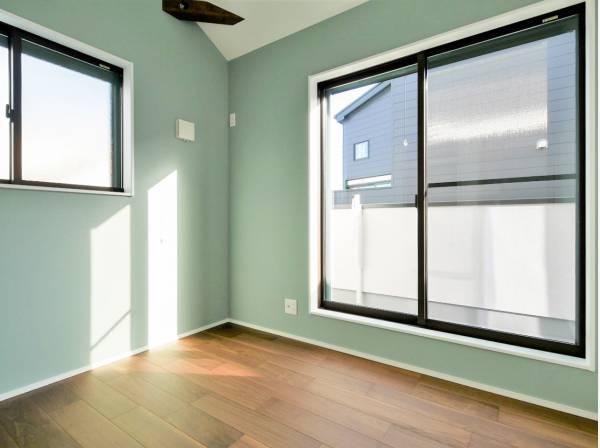 2面採光で明るい室内は居心地が良いです