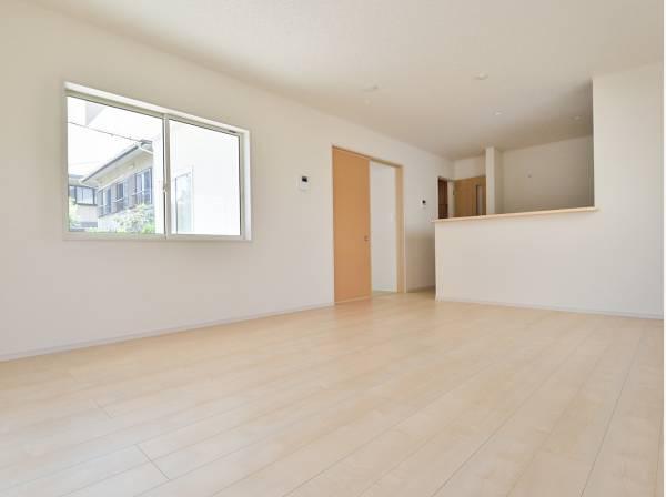 シンプルな内装はどんな家具も合わせやすそう